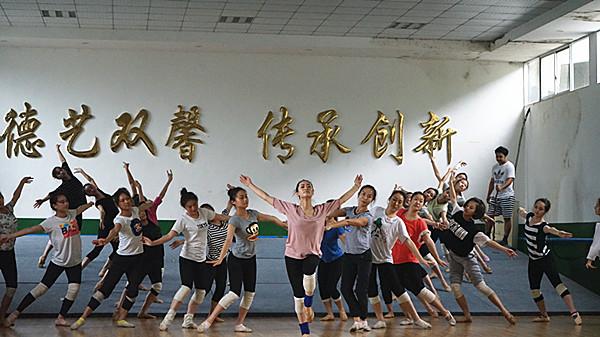 备战第5届全国少数民族文艺会演 舞剧《凤凰》精益求精