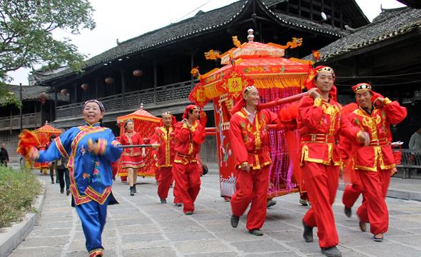 骑大马坐花轿 传统婚礼现里耶古城
