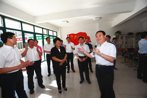 湘西州党政代表团到济南市三涧溪村考察调研