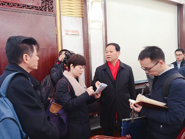 中央媒体采访团集中报道湘西州精准扶贫经验做法