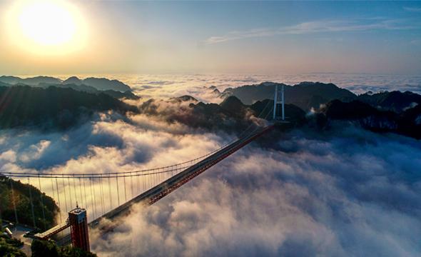 矮寨大峡谷云雾缭绕美如画