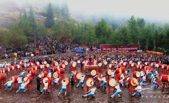 保靖举行吕洞山苗族文化艺术节暨苗祖圣山祭祀大典