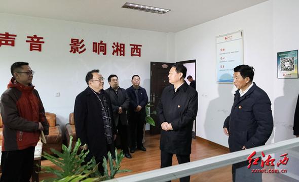 湘西州领导走访慰问一线工作人员