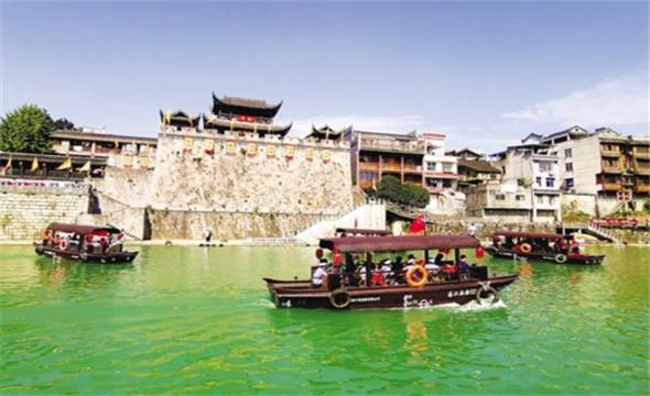 乾州古城游人旺