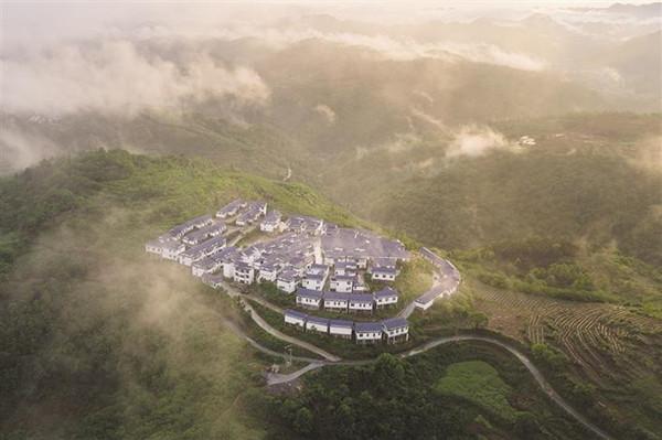 云雾下的乡村